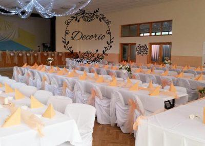 Svadobná sála v marhuľovej farbe