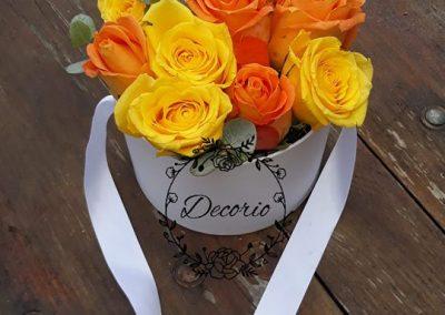 flowerbox žlté a oranžové ruže