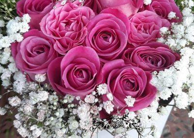 flowerbox ružové ruže a gypsophylla