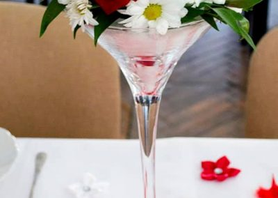 ikebana červené a biele ruže