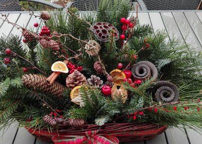 vianočný aranžmán na okno